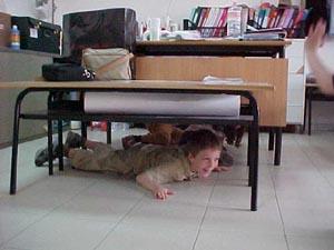 Terremoto a scuola pendolante - Tappeto sotto il tavolo ...