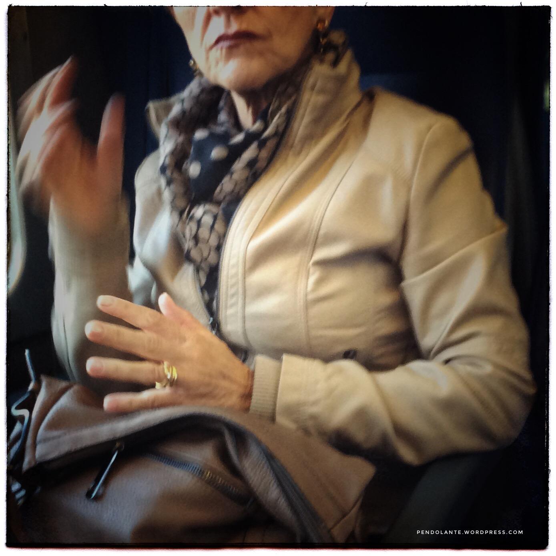La donna seduta in vagone
